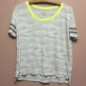 American Eagle lightweight gray camo and neon top